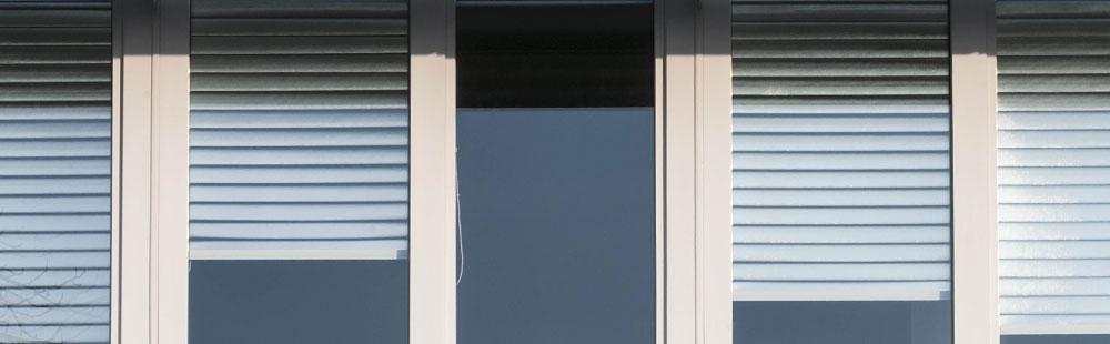 hochreflektierende folie f r sonnenschutz an fenstern. Black Bedroom Furniture Sets. Home Design Ideas